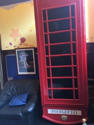 2016-0416-05 Upside down telephone box.jpg