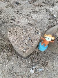 2016-0716-08 Heart sandcastle.jpg