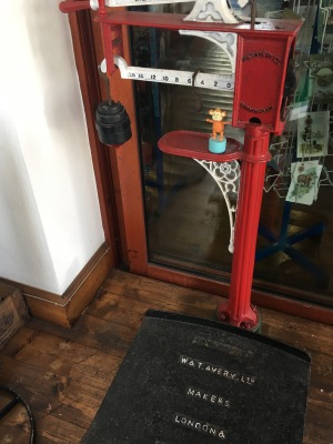2016-0929-03 Weighing machine.jpg