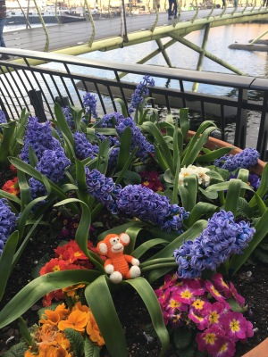 170331-01 Canary Wharf flowers.jpg